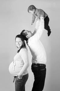 "alt=""Zwangerschapsfotograaf zwangerschapsfotografie dikke buik fotoshoot Groningen"">"